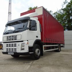 2008 Volvo FM300 Curtainsider Day Cab, 24ft x 9ft Column Tailift